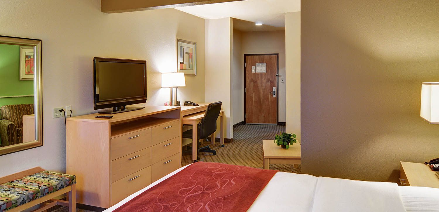 THE CHOICE GOLD AWARD-WINNING COMFORT SUITES LINDALE