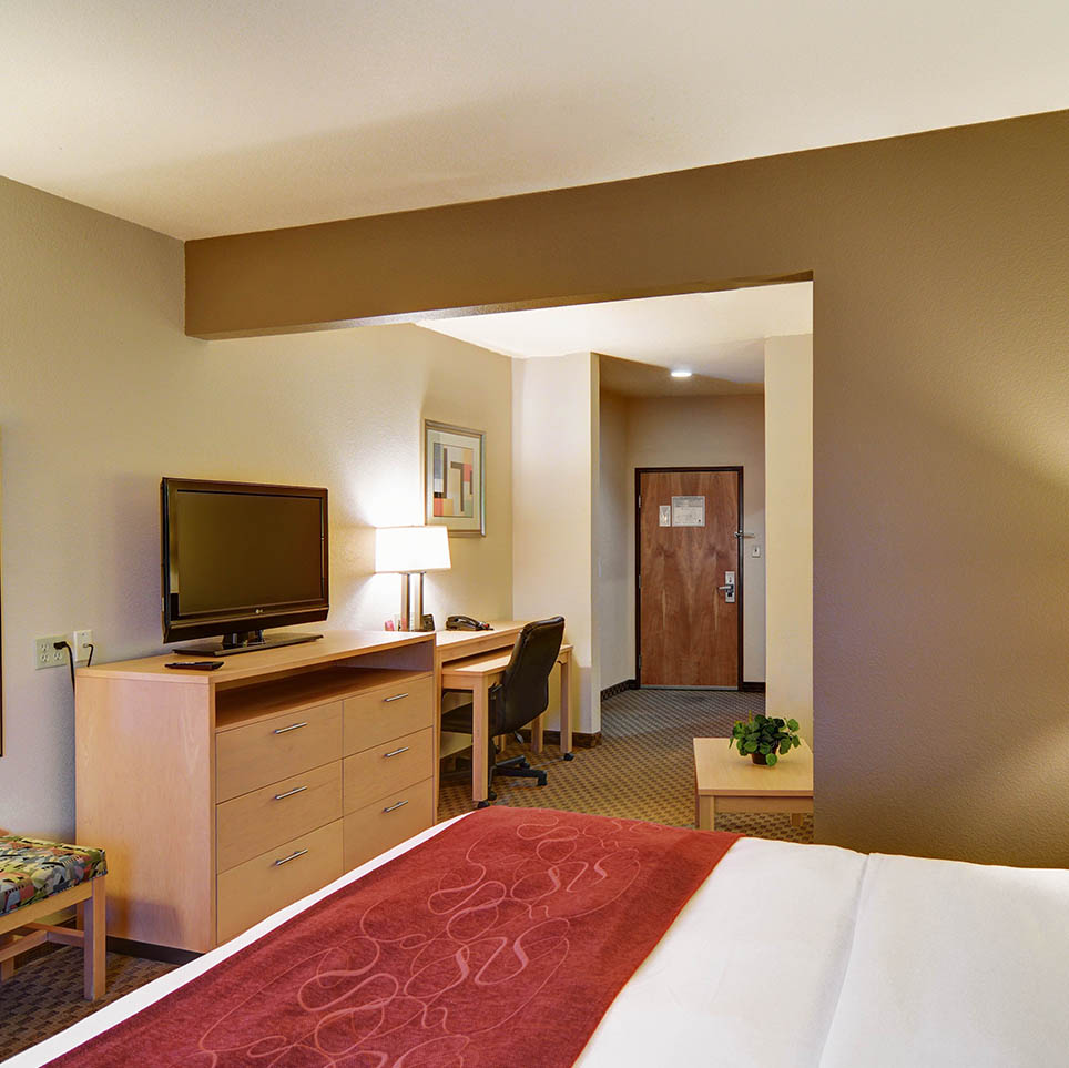 Comfort Suites Lindale Guest Rooms